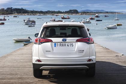 Toyota RAV4 (XA4) Aussenansicht Heck statisch weiß
