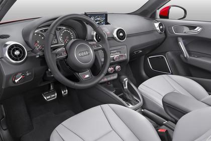 Audi A1 Innenansicht Fahrerposition Studio statisch hellgrau