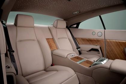 Rolls-Royce Wraith Innenansicht statisch Studio Rücksitze beifahrerseitig