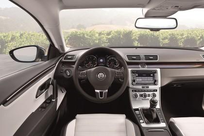 VW CC 3C/35 Facelift Innenansicht statisch Vordersitze und Armaturenbrett fahrereseitig