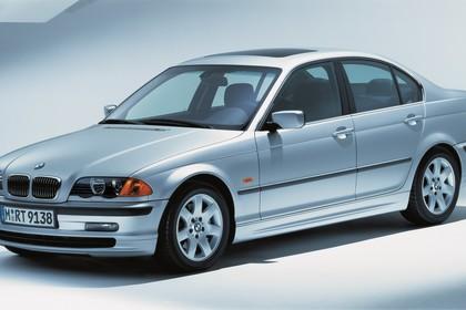BMW 3er Limousine E46 Aussenansicht Front schräg statisch Studio silber