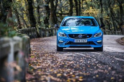 Volvo V60 Polestar F Aussenansicht Front statisch blau