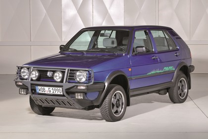 VW Golf 2 Country Aussenansicht Front schräg statisch blau