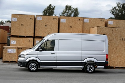 VW Crafter Kastenwagen Aussenansicht Seite dynamisch silber