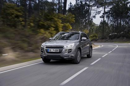 Peugeot 4008 B Aussenansicht Front schräg dynamisch grau