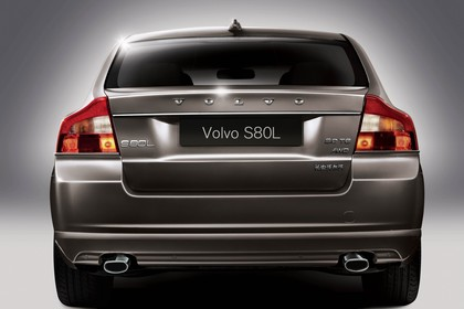 Volvo S80L AS Facelift Aussenansicht Heck statisch Studio braun