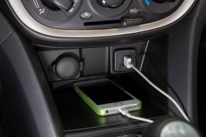 Suzuki Celerio Innenansicht statisch Detail Mittelkonsole