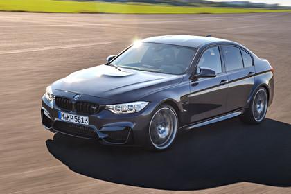 BMW M3 F80 Aussenansicht Front schräg  erhöht dynamisch grau