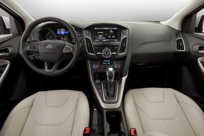 Ford Focus MK3 Stufenheck Innenansicht zentral Studio statisch beige