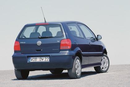 VW Polo 3 Dreitürer 6N Facelift Aussenansicht Heck schräg statisch blau