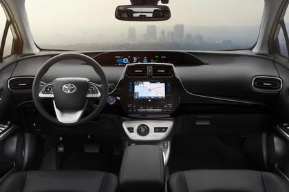 Toyota Prius XW5 Innenansicht statisch Vordersitze und Armaturenbrett