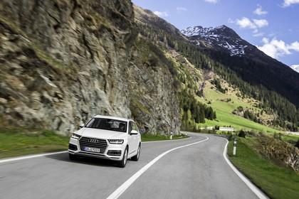 Audi Q7 4M Aussenansicht Front dynamisch weiss