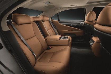 Lexus LS XF40 Innenansicht statisch Studio Rücksitze beifahrerseitig