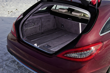 Mercedes-Benz CLS Shooting Brake X218 Aussenansicht Kofferraum geöffnet statisch rot