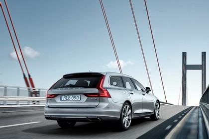 Volvo V90 P Aussenansicht Heck schräg dynamisch silber