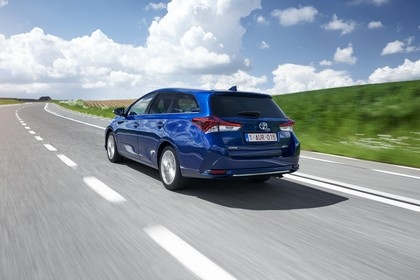 Toyota Auris Touring Sports E18 Aussenansicht Heck schräg dynamisch blau