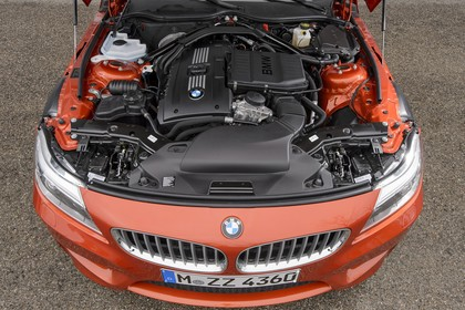 BMW Z4 E89 Aussenansicht Detail Motor statisch orange