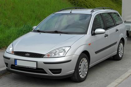 Ford Focus Turnier Mk1 Facelift Aussenansicht Front schräg statisch silber