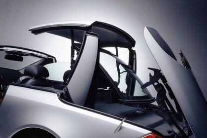 Mercedes SL R230 Studio Aussenansicht Detail Cabriodach statisch silber