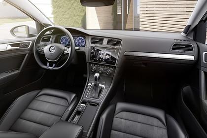 VW Golf 7 e-Golf Innenansicht Beifahrerposition statisch schwarz