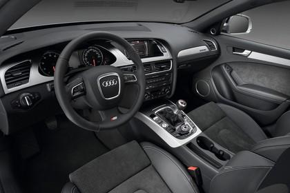 Audi A4 B8 Avant Innenansicht Fahrerposition Studio statisch schwarz
