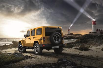 Jeep Wrangler Unlimited JK Aussenansicht Heck schräg statisch gelb