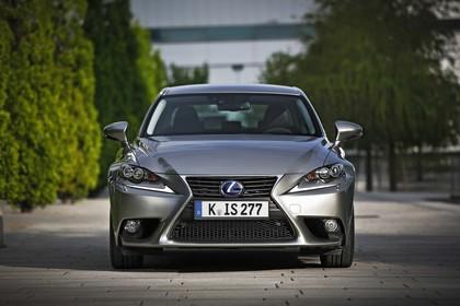 Lexus IS XE3 Aussenansicht Front statisch grau