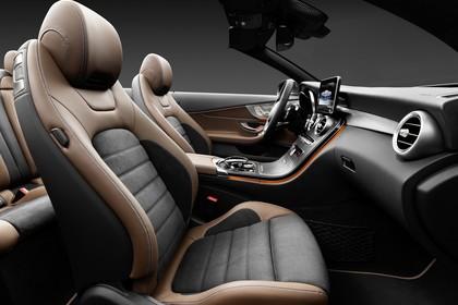 Mercedes-Benz C-Klasse Cabriolet A205 Innenansicht statisch Studio Vordersitze und Armaturenbrett beifahrerseitig
