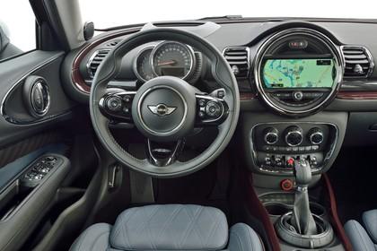 Mini Clubman F54 Innenansicht Fahrerposition Detail statisch schwarz braun Cockpit