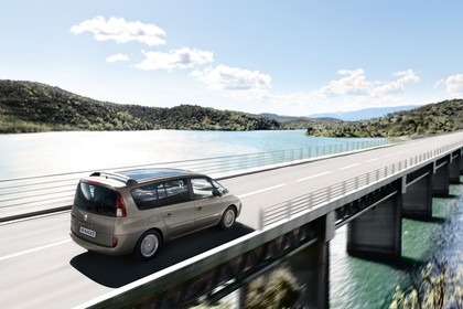 Renault Espace JK Facelift Aussenansicht Seite schräg erhöht dynamisch beige