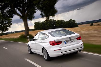 BMW 3er GT F34 Aussenansicht Heck schräg dynamisch weiss