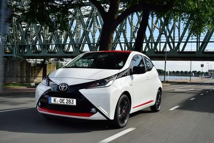Toyota Aygo (AB2) Aussenansicht Front schräg dynamisch weiß