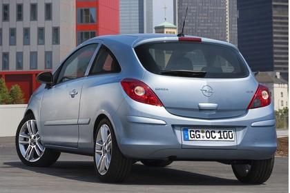 Opel Corsa D 3Türer Aussenansicht Heck schräg statisch silber