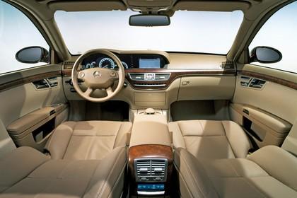 Mercedes-Benz S-Klasse W221 Innenansicht statisch Studio Vordersitze und Armaturenbrett