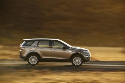 Land Rover Discovery Sport L550 Aussenansicht Seite dynamisch grau
