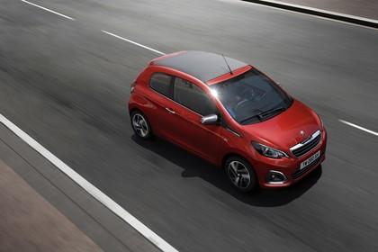 Peugeot 108 Aussenansicht Seite schräg erhöht dynamisch rot