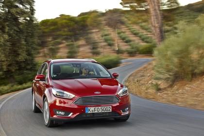 Ford Focus Turnier Mk3 Front schräg dynamisch rot