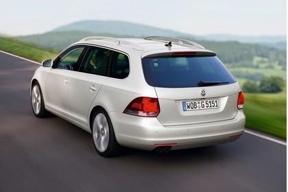 VW Golf 6 Variant Aussenansicht Heck schräg dynamisch weiss
