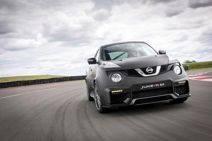 Nissan Juke (F15) Aussenansicht Front schräg dynamisch schwarz