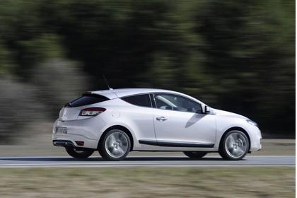 Renault Mégane Coupé Z Aussenansicht Seite schräg dynamisch weiss