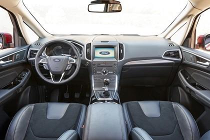 Ford S-MAX WA6 Innenansicht statisch Vordersitze und Armaturenbrett