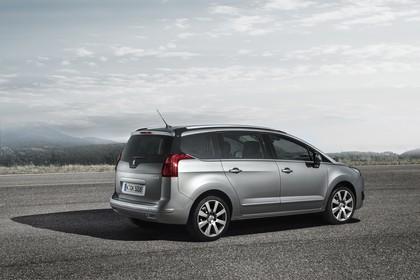 Peugeot 5008 Van Aussenansicht Seite schräg statisch silber