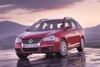 VW Golf 5 Variant Aussenansicht Front schräg statisch rot