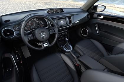 VW Beetle Innenansicht Fahrerposition statisch schwarz