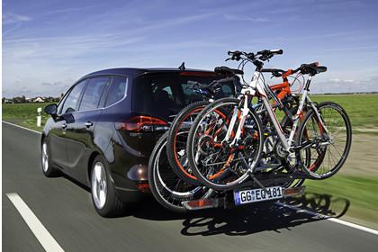 Opel Zafira C Tourer Aussenansicht Heck schräg mit Fahrradträger dynamisch dunkelbraun