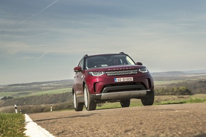 Land Rover Discovery LR Aussenansicht Front dynamisch rot