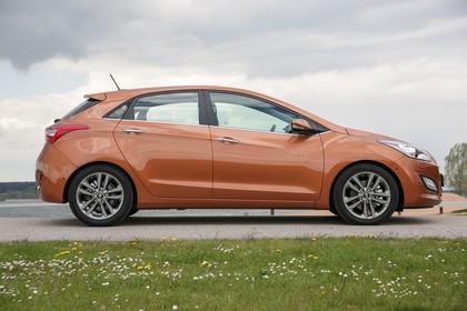 Hyundai i30 GD/GDH Aussenansicht Seite statisch braun