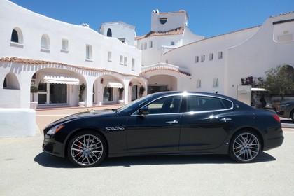 Maserati Quattroporte Aussenansicht Seite schräg statisch schwarz