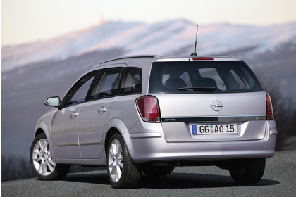Opel Astra H Caravan Aussenansicht Heck statisch silber