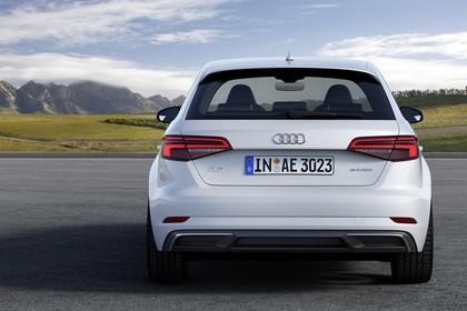 Audi A3 8V Sportback e-tron Aussenansicht Heck statisch weiss